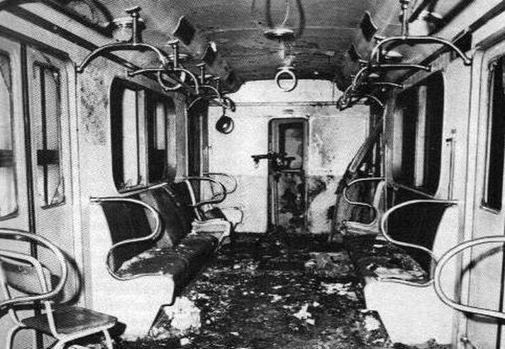 Взорванный вагон метро